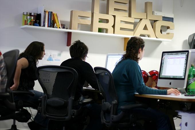 オフィスチェア選びはパソコンの目線にも注意000