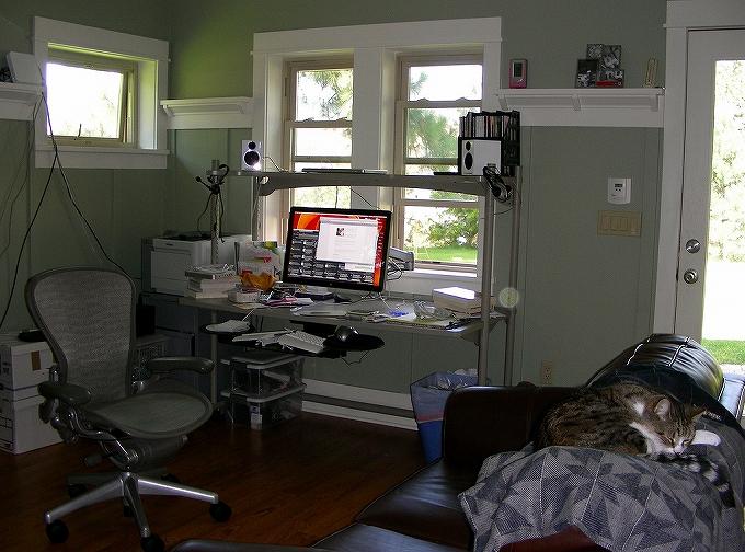 SOHO 自宅オフィス には高級オフィスチェアとマルチディスプレイで作業効率アップ!006