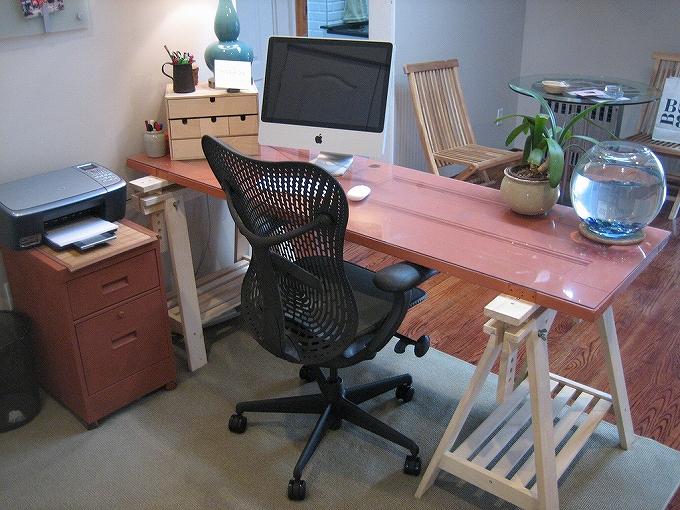 オフィスチェアは定期的にネジなどを締めたりメンテナンスをしましょう